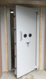 . National Safes    Vault Doors from the midlands Willenhall West Midlands National Safes